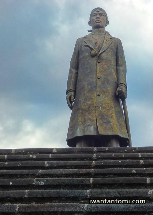 Patung Jenderal Sudirman Pacitan