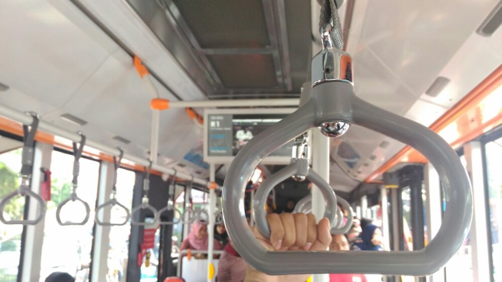 Suroboyo Bus Bayar Pakai Sampah Plastik © Iwan Tantomi