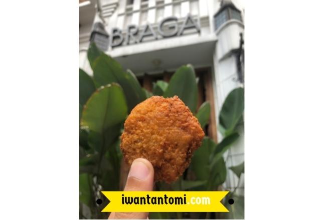 Misro di Depan Jalan Braga Kota Bandung