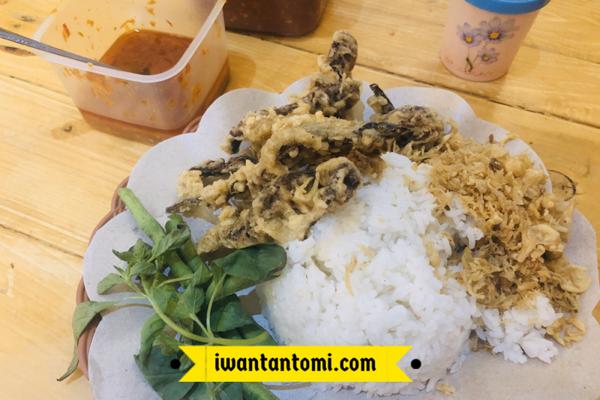 Lalapan Belut Cak Midi dengan Nasi © Iwan Tantomi