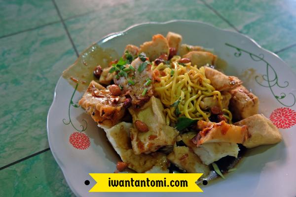 Kuliner Legendaris Solo: Tahu Kupat © Iwan Tantomi