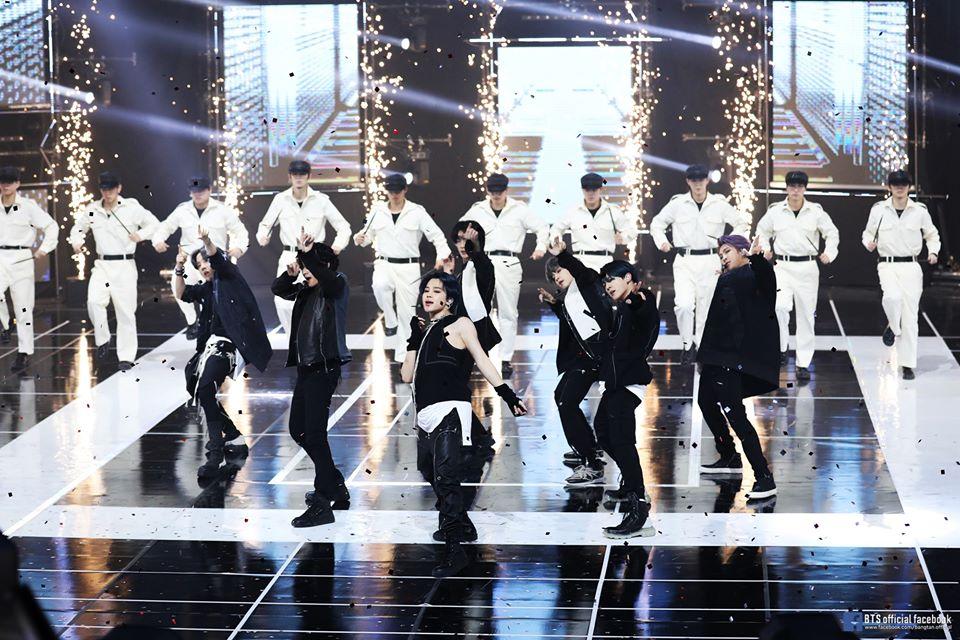 Bts Dapat Ucapan Selamat Dari Psy Setelah Lagu On Cetak Rekor Bersejarah Di Billboard Hot 100 Army Legends Supporting Legends Hi Tom